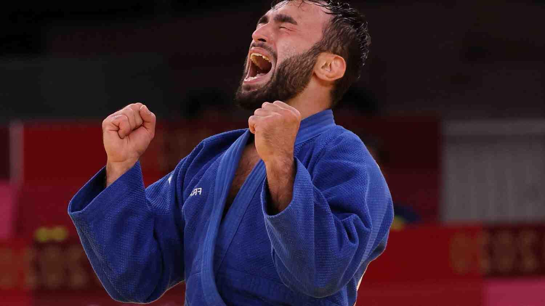 Qui est le plus jeune sportif français à avoir obtenu une médaille d'or aux JO en judo ?